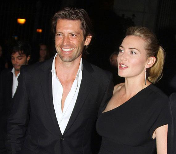 A színésznőt legutóbb augusztus 20-án fotózták le a jóképű brit modellel, Louis Dowlerrel. Az Emmy-gálára viszont már egyedül ment Kate.