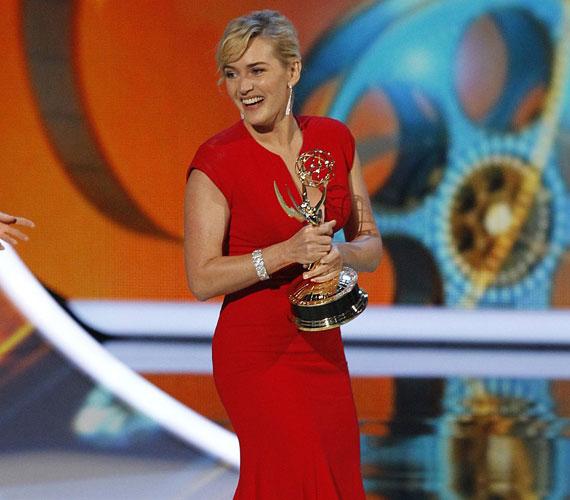 - Kate olyan boldog. Az Emmy-gálán mindenkinek fotókat mutogatott Nedről, csak róla áradozott - mondta egy bennfentes.
