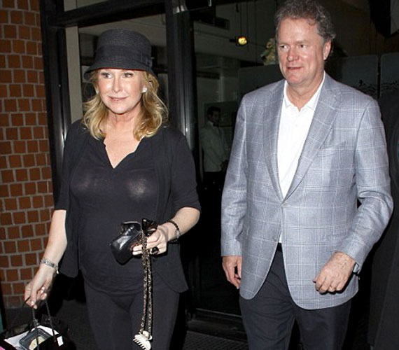 Férjével, Richard Hiltonnal 1979 óta házasok, de 15 éves kora óta ismeri a szállodatulajdonost.
