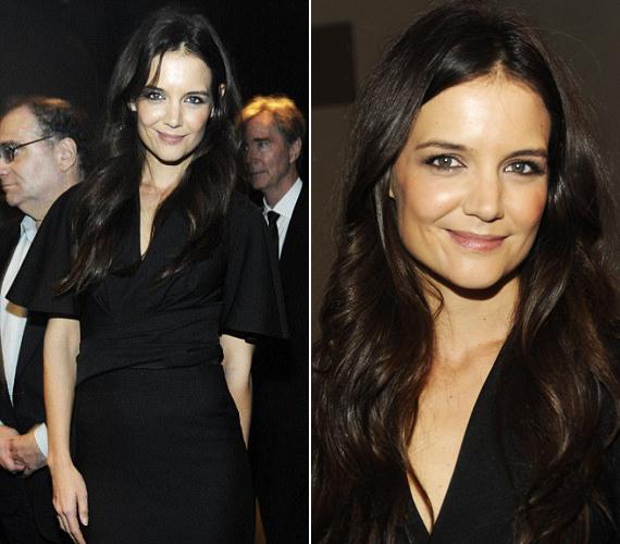 Katie Holmes a tőle megszokott visszafogottsággal választott ruhát, a kis fekete kiemelte karcsú alakját.