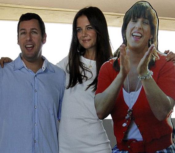 A vígjáték férfi főszereplője Adam Sandler, aki ráadásul dupla karaktert, önmagát és saját női ikertestvérét is eljátssza a filmben.