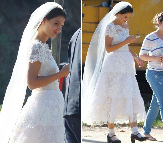 Több újság is nagy szalagcímmel hozta le, hogy a színésznő ismét férjhez ment. Pedig csak legújabb filmje kedvéért bújt menyasszonyi ruhába. A cipőválasztása megérne azért legalább egy-két pillantást.