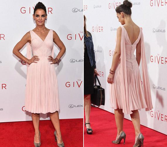 Katie Holmes elragadó volt rózsaszínZac Posen ruhájában.