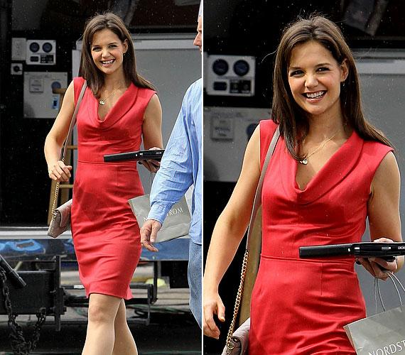 A 33 éves sztáranyukát korábban is láthattuk olykor piros ruhában: remekül áll neki ez a szín.