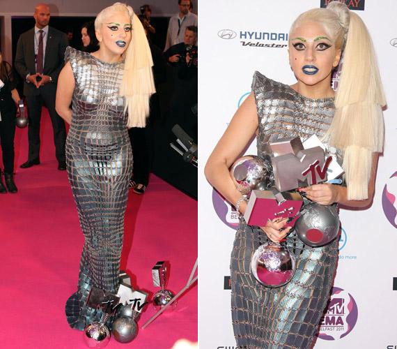 Lady GaGát összesen négy díjjal jutalmazták - jobb híján a földön tárolta őket.