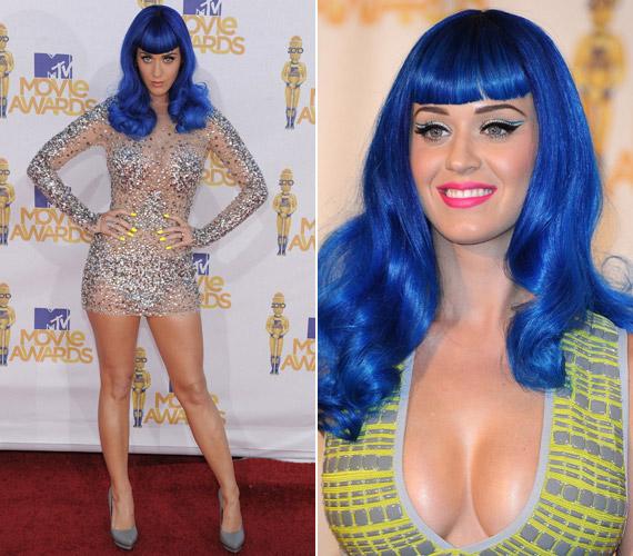 Az énekesnő szereti az extrém ruhákat és frizurákat - korábban is kipróbálta már a kéket.