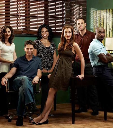 Dr. Addison (2007-)  Az amerikai kórházsorozat - eredeti címén Private Practice - eddig öt évadot ért meg. A bizarr és tragikus elemekben bővelkedő történet középpontjában egy doktornő, Dr. Addison Montgomery állt, akit Kate Walsh alakított. A 2007-ben indult sorozat A Grace-klinikából nőtt ki, de mára önálló rajongótáborral büszkélkedhet.