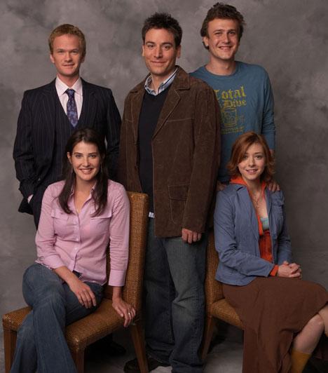 Így jártam anyátokkal (2005-  Az eredeti címén How I Met Your Mother 2005-ben debütált Amerikában a CBS csatornán. A nyolcadik évad amerikai idő szerint 2012. szeptember 24-én este kezdődik. A történet 2030-ban kezdődik: a főszereplő Ted a gyerekeinek mesél arról, hogy hogyan ismerte meg az édesanyjukat. A 25 évvel korábbi emlékekből tudható meg, hogy miként alakult Ted és barátainak az élete 2005-ben.