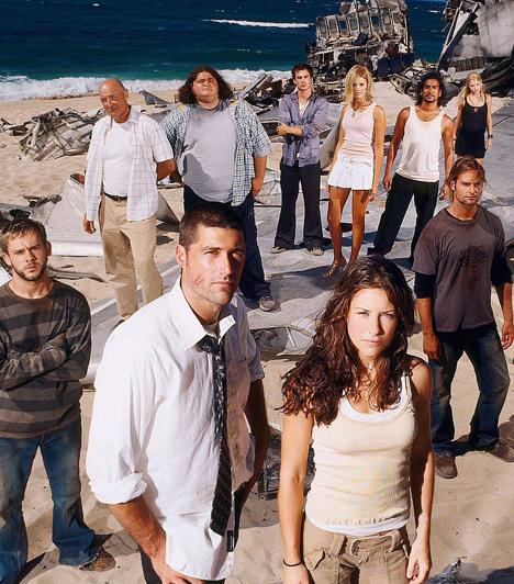 Lost (2004-2010)  Ugyancsak 2004-ben kezdték a Lost munkálatait, és ahogy a Dr. House, úgy ez a sorozat is valami szokatlant hozott a képernyőre. A misztikus elemekkel átszőtt, és a legmodernebb trükköket sem nélkülöző széria egyértelműen az intelligens nézőt célozza. Aki egyszer belekezd, kénytelen minden részt nyomon követni, különben elveszik az idősíkok és parallel történetek hálójában.
