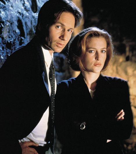 X-akták (1993-2002)  A kilenc évadon keresztül futó sorozatnak köszön hetően a kilencvenes években új erőre kapott a sci-fi műfaja. David Duchovny és Gillian Anderson, azaz Mulder és Scully kalandjait pedig azóta már két mozifilmben is nyomon követhették a rajongók.