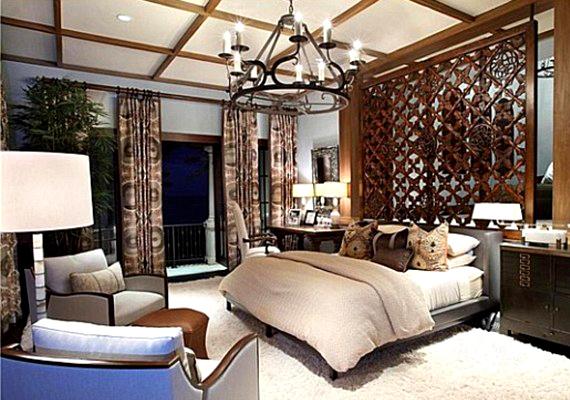 A válogatott bútorok és a ház egész berendezése a díjnyertes Marc-Michaels munkája.