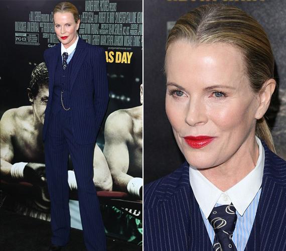 Jól látszik a színésznő arcán, hogy neki se nagyon mozognak az izmai a sok botoxtól, ahogy Nicole Kidmannek sem.