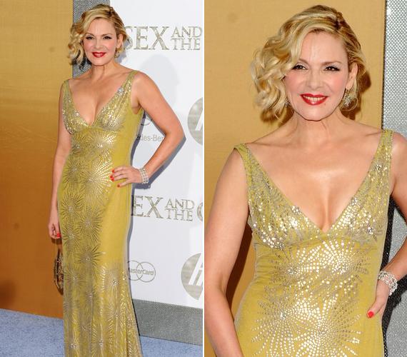 Ebben az arany Valentinóban érkezett a Szex és New York 2 New York-i premierjére.