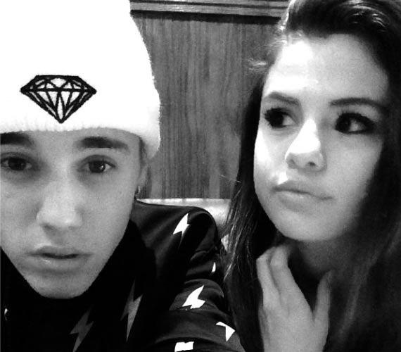 Justin Bieber és egykori barátnője, Selena Gomez közös szelfije 1,9 millió lájkot kapott pár óra alatt.