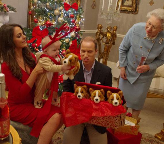 George még nem sokat ért az egészből, de az ajándékoknak láthatóan örül.