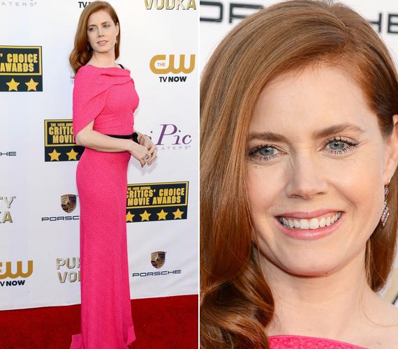Az Oscar-díjra is jelölt Amy Adams egy rózsaszín Rouland Mouret darabot választott.