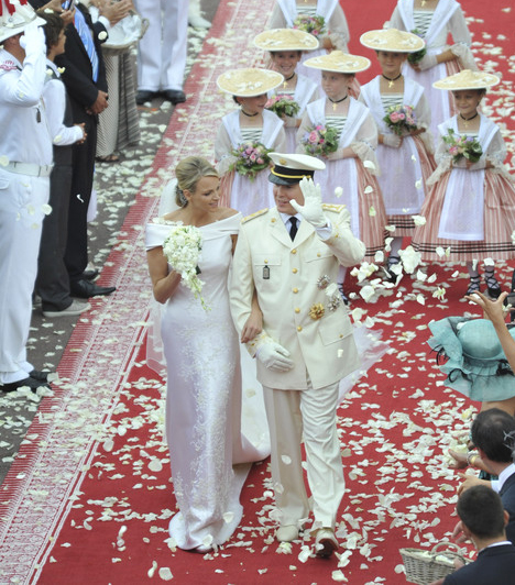 Albert herceg és Charlene Wittstock                         Albert herceg 2010 júniusában jegyezte el Charlene Wittstock dél-afrikai úszónőt, a ceremóniát pedig egy év múlva tartották.