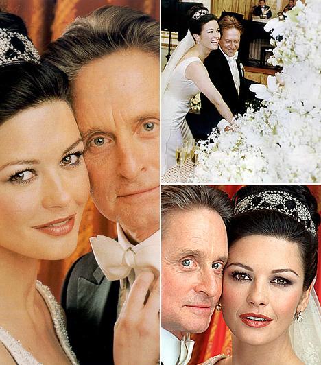 Catherine Zeta-Jones és Michael Douglas  A Zorro bombázója 1999 márciusában kezdett randevúzni a nála 25 évvel idősebb színésszel, egy évre rá novemberben meg is esküdtek a híres New York-i Plaza Hotelben. Catherine csodásan festett hófehér, Christian Lacroix tervezte menyasszonyi ruhájában. A párnak két gyermeke született, Dylan és Carys.