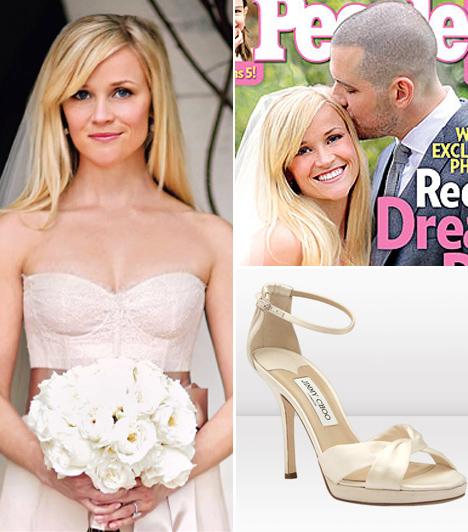 Reese Witherspoon és Jim Toth  A pár a színésznő kaliforniai, Ojai városában található birtokán mondta ki egymásnak a boldogító igent 2011 márciusában. A ceremónia családias volt és egyszerű, Reese egy Monique Lhuillier által tervezett halvány rózsaszín menyasszonyi ruhát viselt.  Kapcsolódó cikk: Csak 20 perces volt az esküvő! A hétvégén titokban ment férjhez az ismert színésznő »