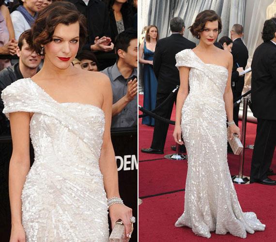 Csodaszép hófehér estélyikből a korábbi években sem volt hiány. Milla Jovovich a 2012-es Oscar-gálán egy lélegzetelállító, csillámos Elie Saab ruhában jelent meg.