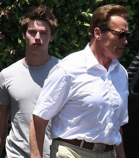 Patrick Schwarzenegger  Arnold Schwarzeneggernek négy gyermeke született Maria Shrivertől, akik közül harmadikként Patrick látta meg a napvilágot 1993. szeptember 18-án. Az egykori akcióhős és politikus elsőszülött fia modellkedéssel foglalkozik, 2011 nyarán példán a Hudson Jeans óriásplakátjain pózolt félmeztelenül.  Kapcsolódó cikk: Póló nélkül szexi csak igazán! Arnold Schwarzenegger fia félmeztelenül pózol »