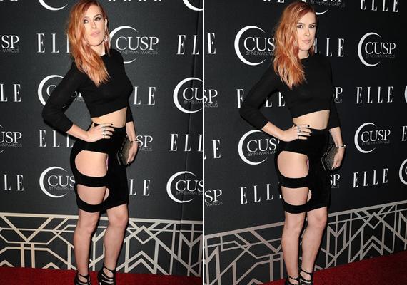Demi Moore lánya, Rumer Willis a tavalyi Elle-partin vétett óriási divatbakit ezzel a kivágott ruhával. Túl sokat sikerült mutatnia magából, még rózsaszín bugyija is kilátszott.