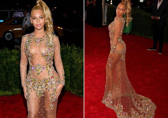 A nőies formákkal megáldott Beyoncé a tavalyi Met-gálára ebben a csillogó darabban érkezett, ami nem sokat takart belőle.