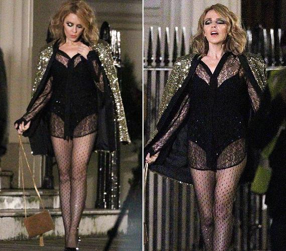 Kylie Minogue egy csipkeinget vett fel a body felé, így sétált London utcáin. Természetesen csak a klipforgatás kedvéért, a képet pedig ő maga osztotta meg az Instagramon.