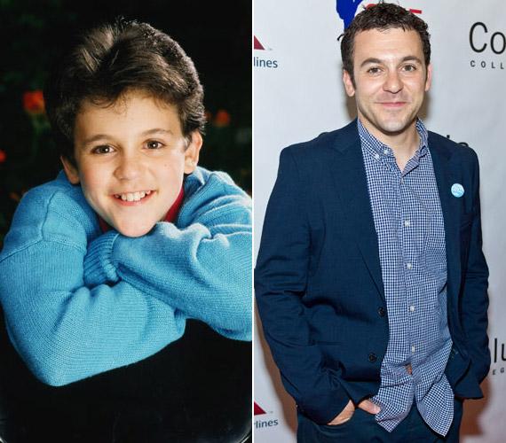Fred Savage már tz filmben szerepelt, amikor 12 évesen megkapta aThe Wonder Years sorozat egyik főszerepét. Azóta is legtöbbször sorozatokban láthattuk, de feltűnt az Austin Powers - Aranyszerszám filmben is.