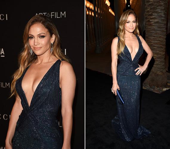 Jennifer Lopeznek ismét sikerült magára irányítania a jelenlévők figyelmét. Csakúgy, mint Amy Adams, a 45 éves énekes-színésznő is egy sötétkék Gucci ruhát választott, melynek mély dekoltázsa szinte a köldökéig ért.