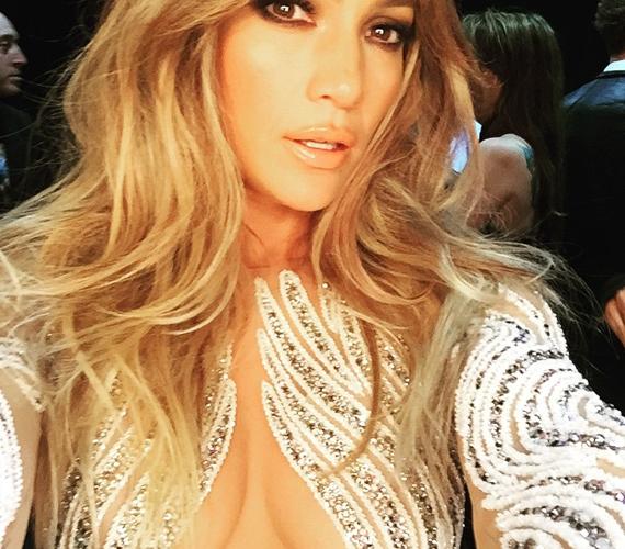 A 45 éves Jennifer Lopez a közelmúltban azt nyilatkozta, hogy szexibbnek érzi magát most, mint 20 évvel ezelőtt. Erre minden oka meg is van, hiszen dögösebb, mint valaha.