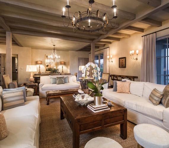 Az ingatlan eredetileg a Warner Bros-mogul, Dan Romanelli tulajdonában volt.