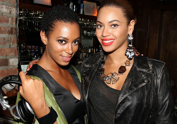 Beyoncé Knowles és öt évve fiatalabb húga, Solange a '90-es években a Destiny's Child nevű lánycsapattal vált ismertté. A felbomlás után Beyoncé világhírű szólóénekesnő lett, míg Solange sikerei nem olyan zajosak.
