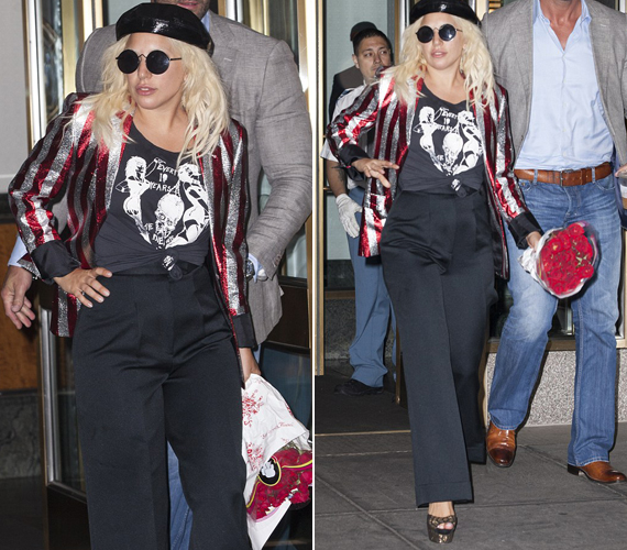 Ezek a fotók szintén kedden készültek róla, miután sokadszor is átöltözött. Ezt a szettet sokat kritizálják, a rajongók szerint még a bevállalós Lady Gagának sem áll jól.