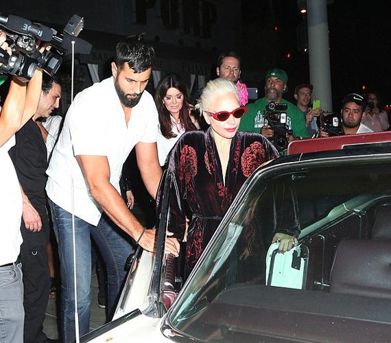 A barátnő szerint Gaga mindössze egy pohár bort ivott a vacsorához, ezért szerinte nem szép dolog azt terjeszteni, hogy részegre itta magát az étteremben.