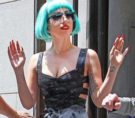A divatikon énekesnő új albumából több mint 1 millió példányt adott el eddig, csak az Államokban.