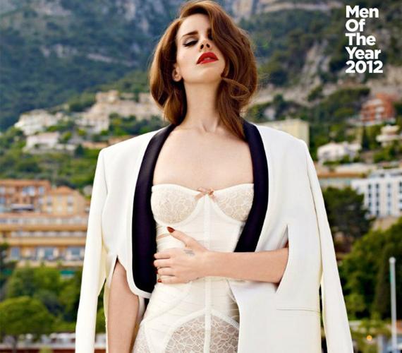 - Sosem a divat által fejezem ki magam.Hét éves korom óta egyéni az ízlésem, és ez így is marad - nyilatkozta a Vogue magazinnak.