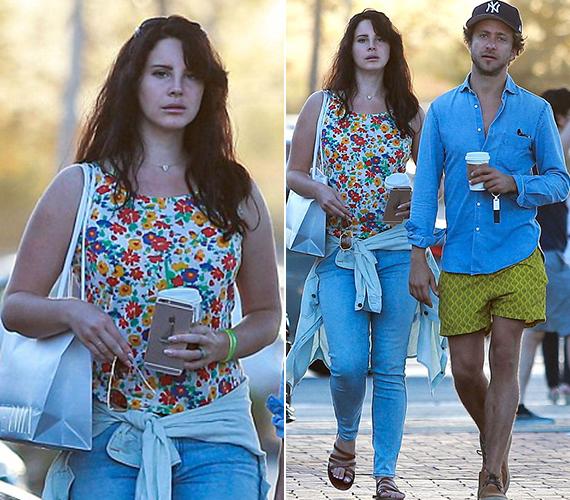 Lana Del Rey ruhája teljesen rendben volt, a virágos top és farmer nagyon jól állt neki, az arca azonban fáradtabbnak tűnt, mint eddig bármikor. Az ajkait pedig most sem tudta összezárni.