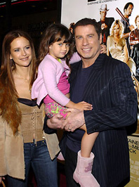 John Travolta feleségével és lányával