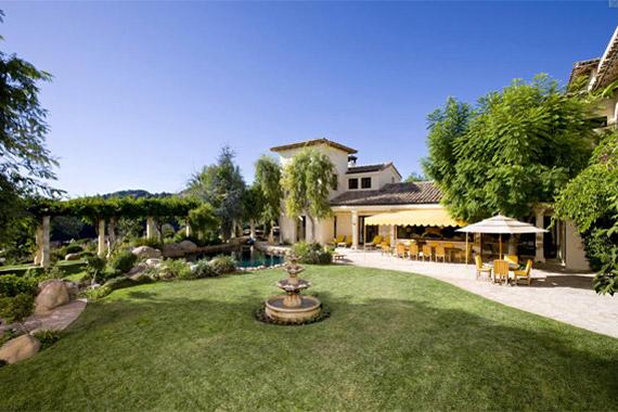 A hatalmas házhoz pompás kert is tartozik - a színész imádja a természetet és a növényeket.