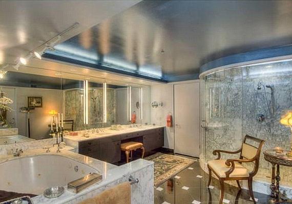 A sztár fürdőszobáját egy király is megirigyelhetné.