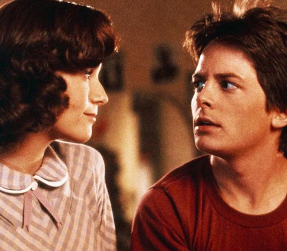 A Vissza a jövőbe című trilógiában a főszereplő McFly, azaz Michael J. Fox édesanyját alakította.