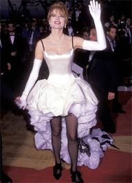 Geena Davis szintén revütáncosnak öltözött