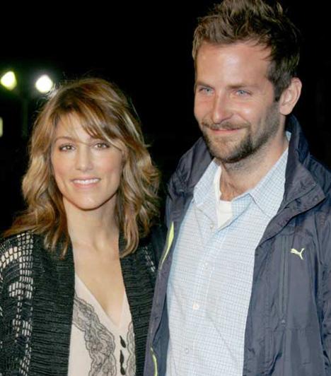 Bradley Cooper és Jennifer Esposito  Ki gondolta volna, hogy a szívtipró Bradley Cooper is volt már nős. A hollywoodi szépfiú 2006-ban kolléganőjével, Jennifer Espositóval házasodott össze. 131 napig tündökölt a férj szerepében.  Kapcsolódó cikkek: Kiábrándító! A valóságban cseppet sem szexi a filmek ellenállhatatlan sármőrje »