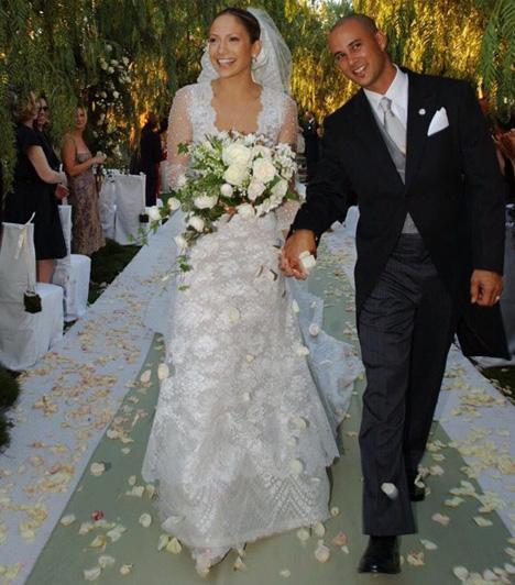 Jennifer Lopez és Chris Judd  2001. szeptember 21-én Jennifer Lopez hozzáment Chris Juddhoz. A háttértáncost a Love Don't Cost a Thing című video klipje forgatásán ismerte meg. A házasságnak az énekesnő azzal vetette véget, hogy 2002 júniusában randizni kezdett Ben Affleck színésszel.  Kapcsolódó cikk: Máris bepasizott! Jennifer Lopez ezzel a 24 éves táncossal szűrte össze a levet »