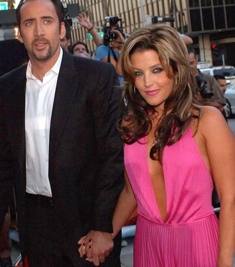 Lisa-Marie Presley és Nicolas Cage  A Rock 'n' Roll királyának lánya, Lisa-Marie Presley már Michael Jacksonnal,a pop egykori királyával kötött házasságával is borzolta a kedélyeket. Azzal sem okozott kisebb meglepetést, amikor 2002 augusztusában Hawaii-on összekötötte az életét Nicolas Cage-dzsel. Kevesebb, mint négy hónap múlva, 107 nap után a színész a házassság felbontását kezdeményezte.
