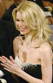 Claudia Schiffer csontos válla