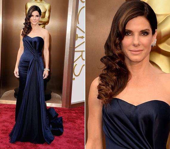 Sandra Bullock a klasszikusra szavazott, amikor a március 2-ai Oscar-díjkiosztón ebben a sötétkék Alexander McQueen estélyiben jelent meg. Számos fórumon őt hozták ki a 2014-es Oscar legszebbjének - talán ez némiképp vigasztalta az 50 éves színésznőt, akit bár idén is jelöltek Oscarra, mégpedig a Gravitációban nyújtott alakításáért, végül nem kapta meg az aranyszobrot.