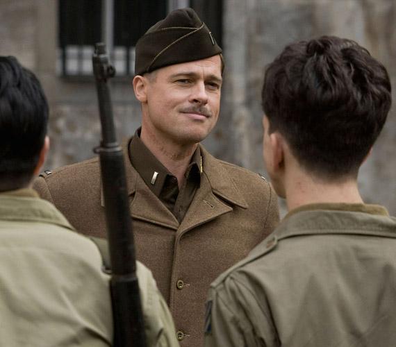 A Becstelen Brigantykban jól állt Brad Pittnek a hadnagy szerepe.