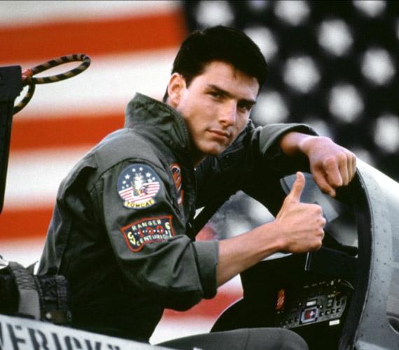 Tom Cruise a Top Gun című filmben is vonzotta a lányok tekintetét.